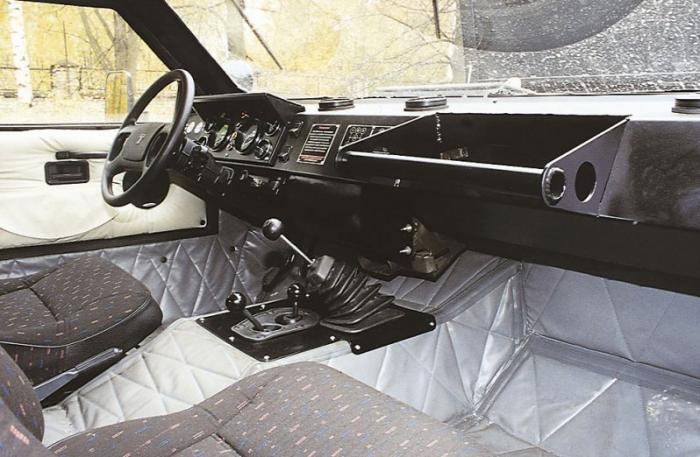 Рулевое управление было червячного типа с гидроусилителем. Одной из особенностей «Тарантула» был цел