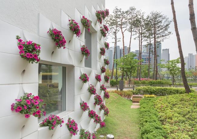 Панели рассчитаны для высаживания декоративных растений, ноничего немешает посадить вних зелень,