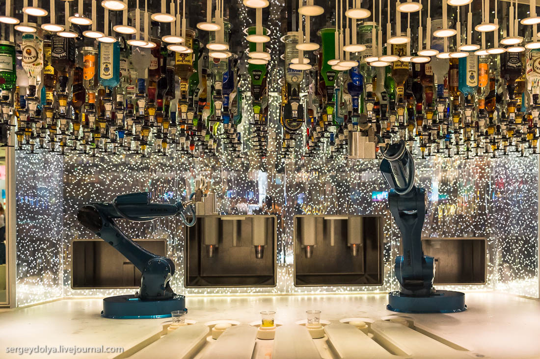 Ещё один запоминающийся ресторан называется «Страна Чудес» и выполнен по мотивам известного произвед