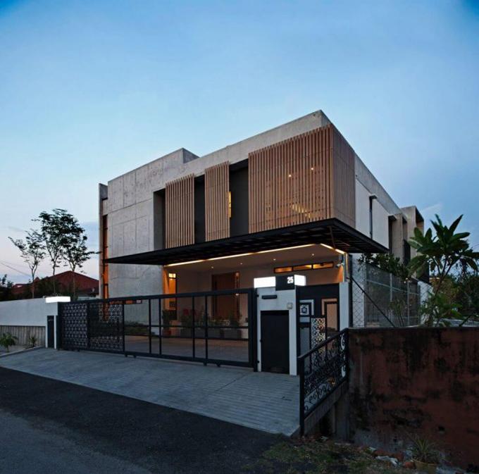 Бетонный дом в Петалинг-Джая