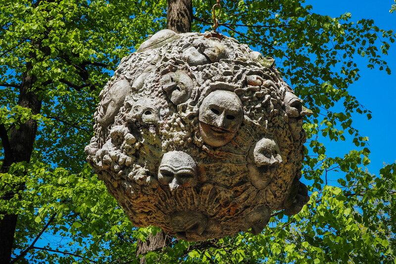 Измайловский сад, шар с масками