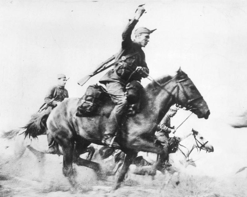 Советские кавалеристы в сабельной атаке. 41.jpg