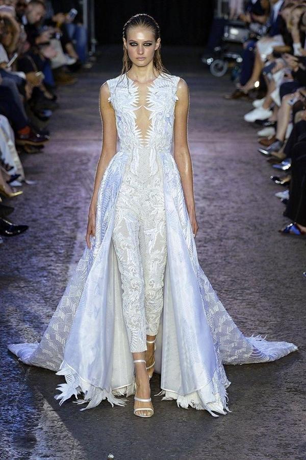 кружевной комбинезон невесты с юбкой со шлейфом Julien MacDonald
