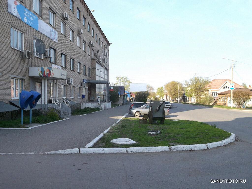 Артиллерийское орудие на улице Ленина