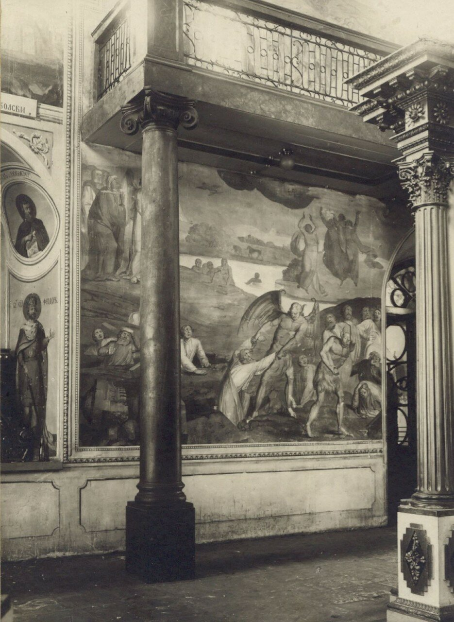 Вид на левую стену и хоры
