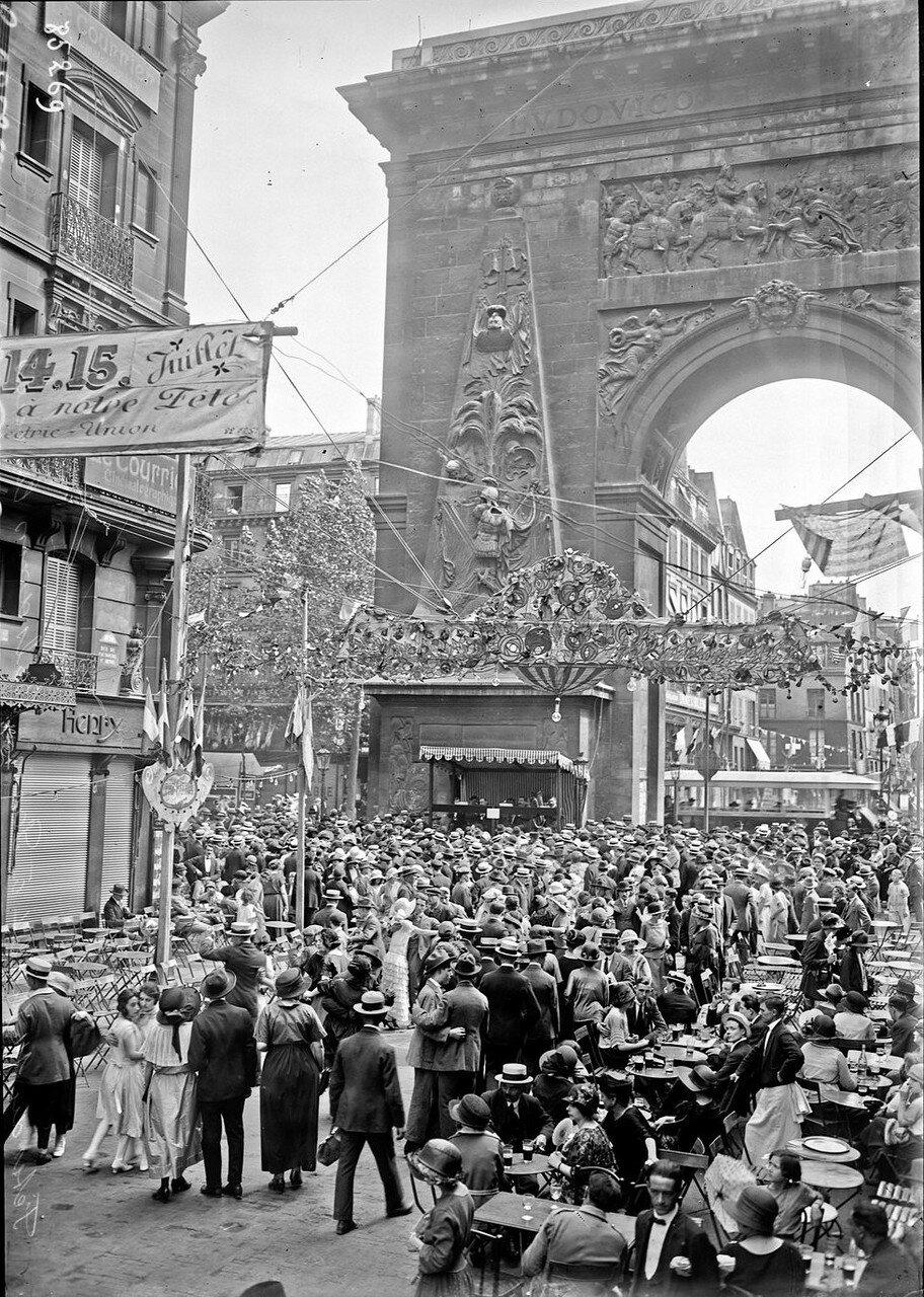 1923. Танцы на улице Фобур-Сен-Дени