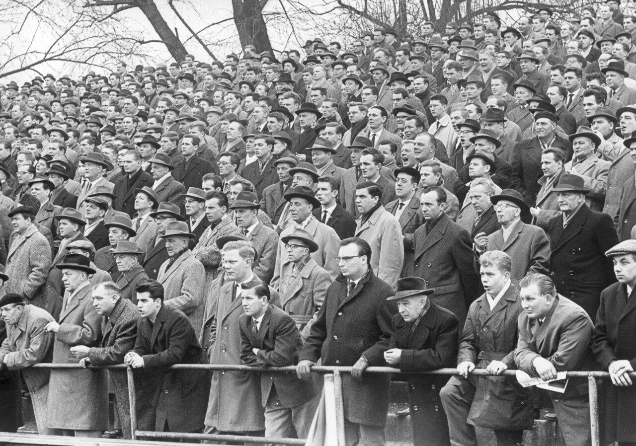 Зрители на футбольном матче