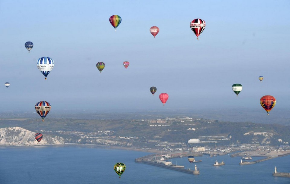 100 воздушных шаров над Ла-Маншем