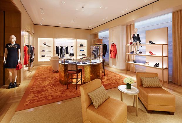 В Петербурге появился обновленный магазин марки Louis Vuitton