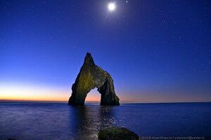 Луна над Золотыми воротами
