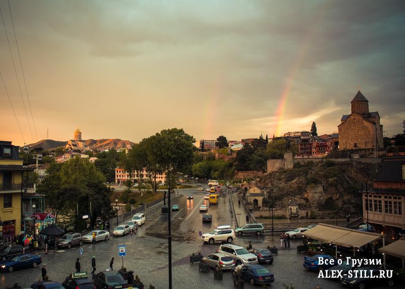 Вид на район Метехи в Тбилиси