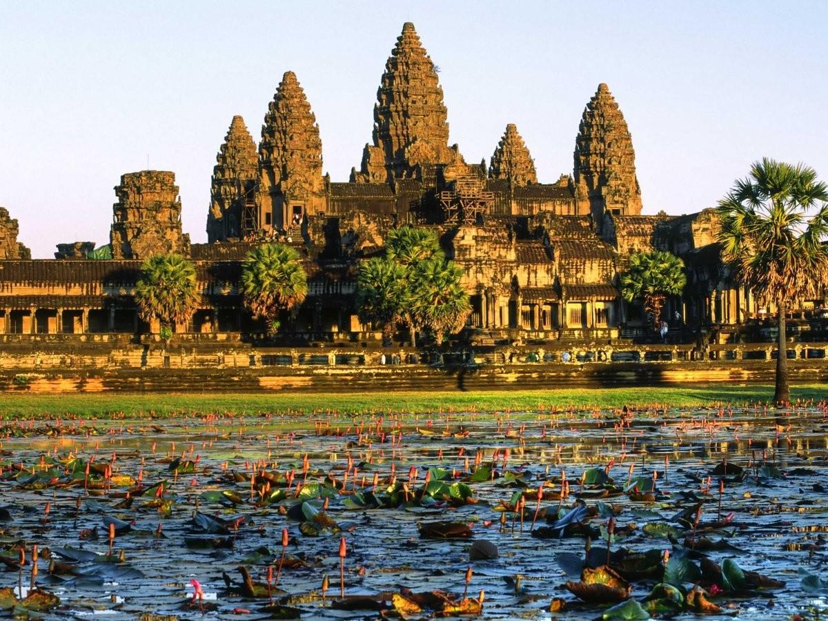 4. Вскарабкайтесь на развалины Ангкор-Ват в Камбодже .