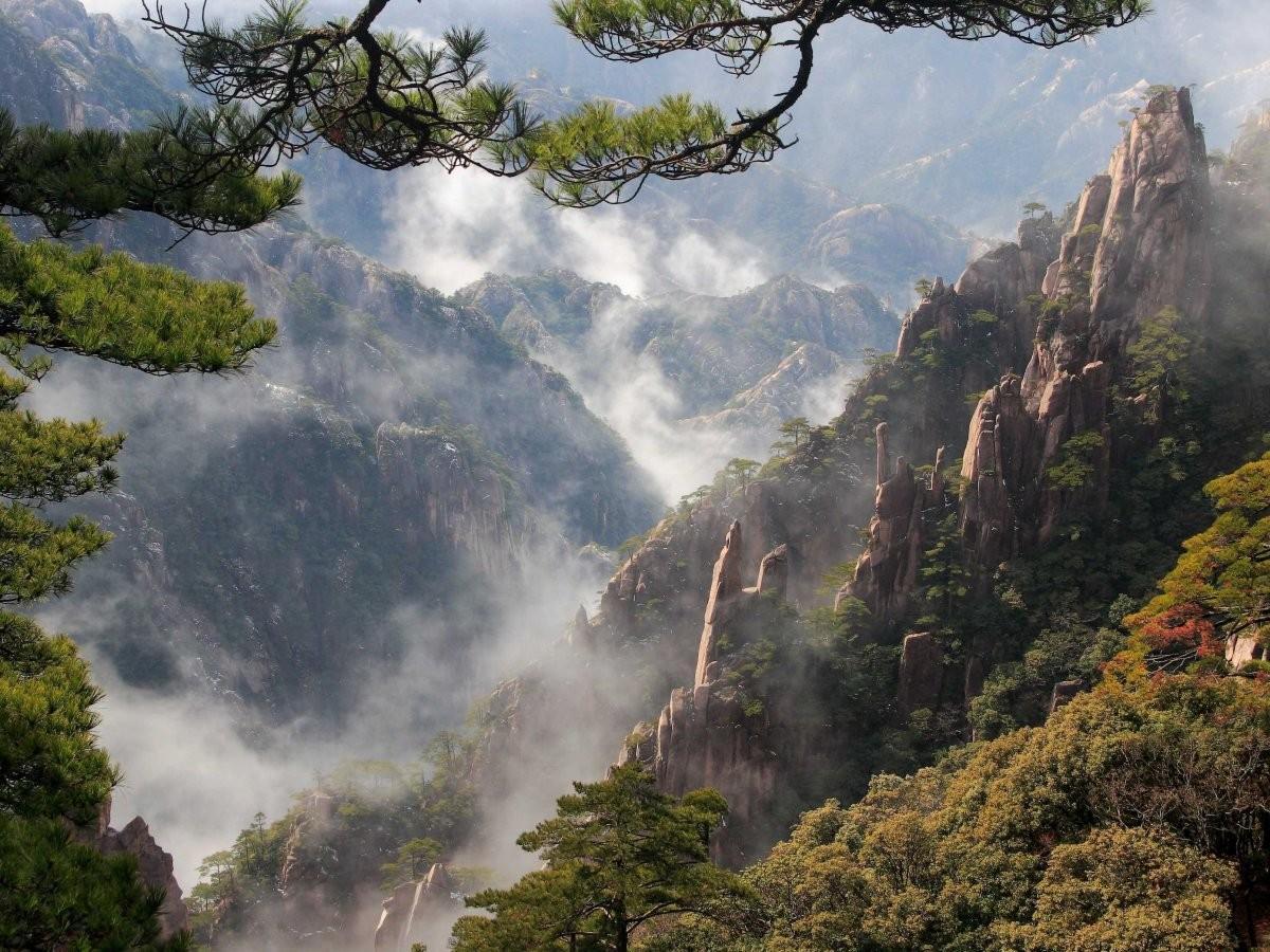 72. Сделайте шаг в чудо у горы Хуаншань, Китай.