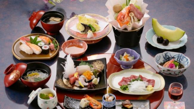 © ar.jal  Многие ошибочно полагают, что японцы питаются исключительно суши ироллами. Насамом