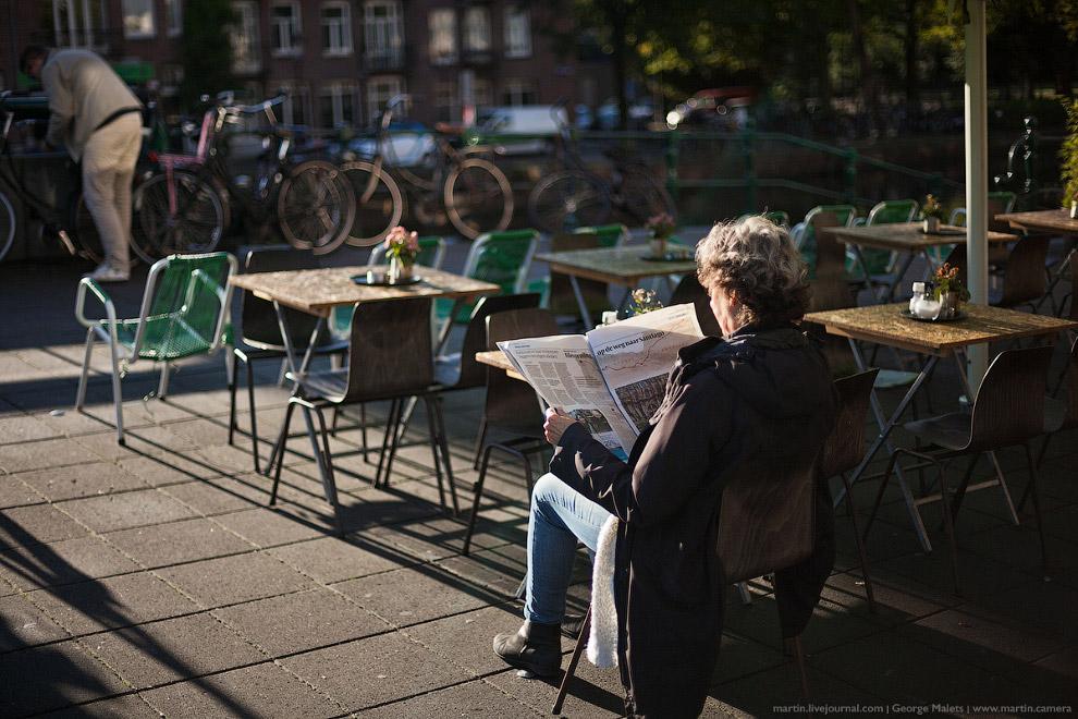 По набережным каналов можно гулять бесконечно в Амстердаме. Красота нереальная!
