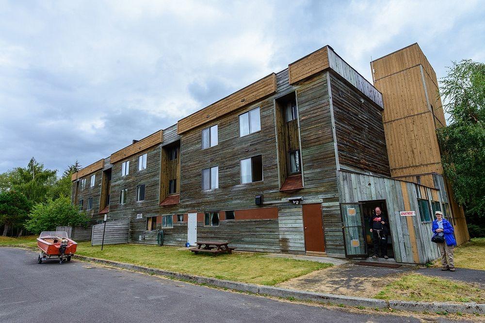 Было построено более сотни частных домов на одну семью и дуплексов, а также семь многоквартирных дом