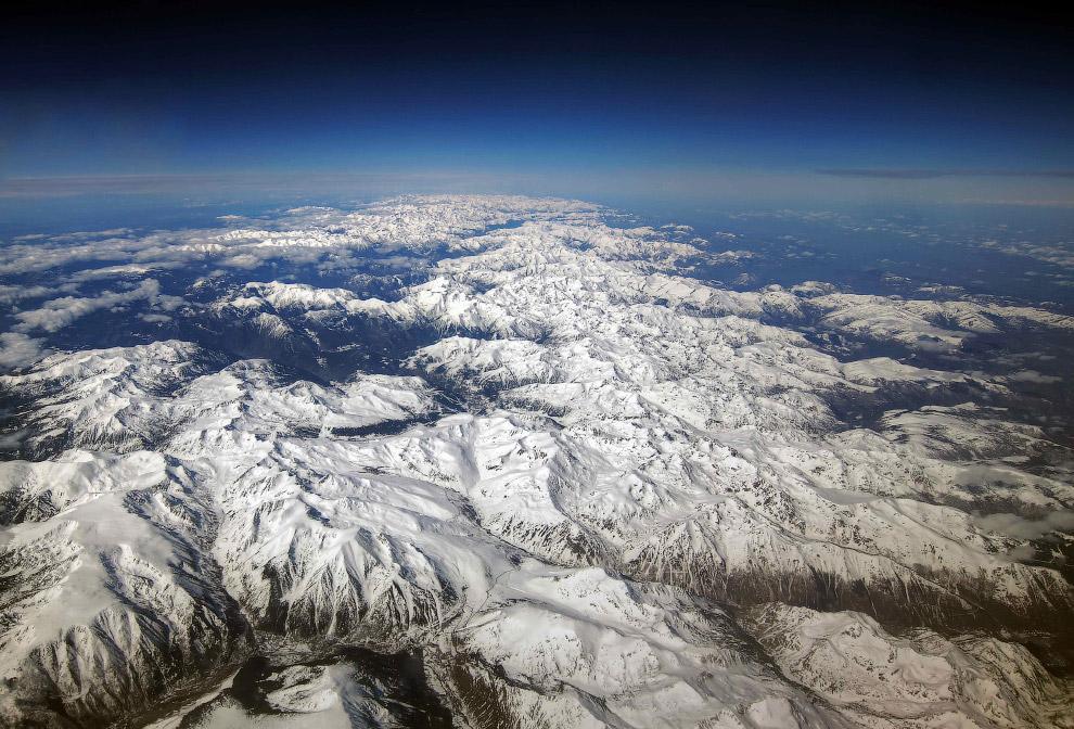 Замерзшее озеро Мендота в США. (Фото ALAN WOLF):