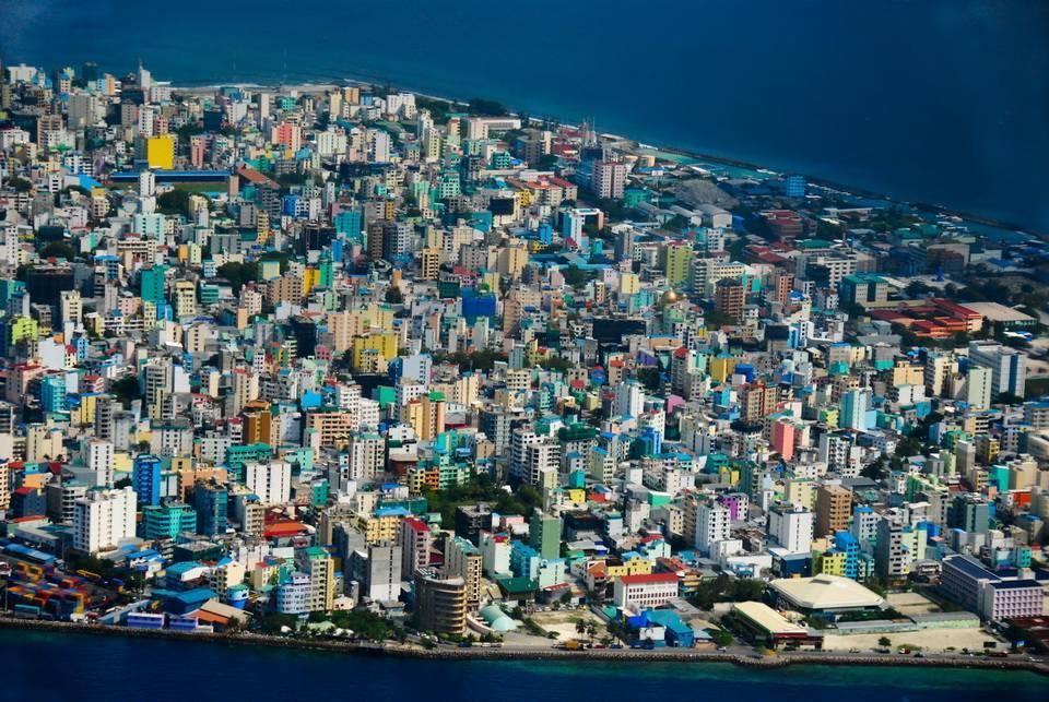 Остров Мале сильно урбанизирован, застроенная часть занимает практически всю территорию. Чуть меньше