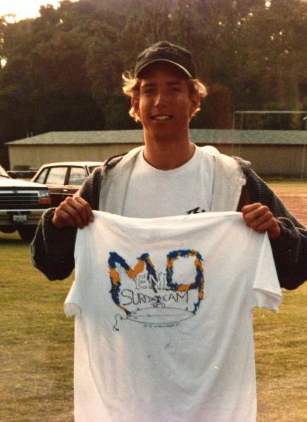В старших классах Ник зарабатывал, продавая футболки с символикой своего серф-клуба  Ник посел