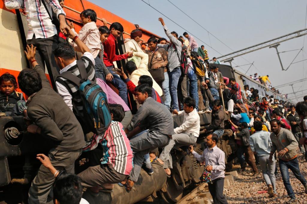 Протяженность индийских железных дорог — 114 тысяч километров.