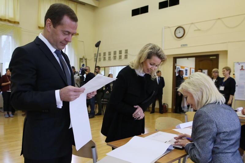 Президент РФ поздравил Медведева сднем рождения