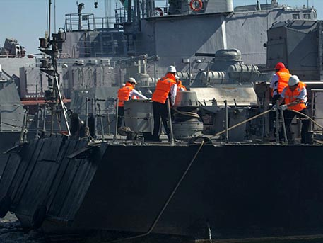 Моряки Каспийской флотилии спасли «тонущее» судно научениях «Каспий-2016»