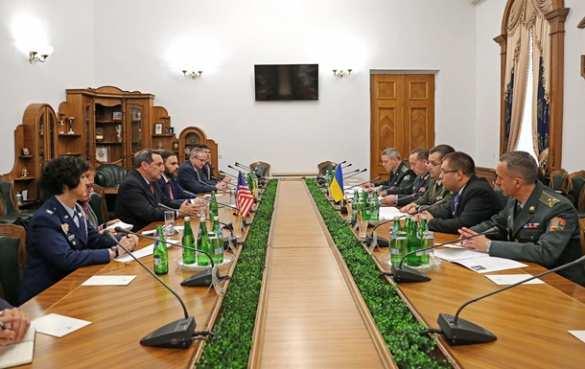 Полторак: Украина работает над получением статуса союзника США вне НАТО
