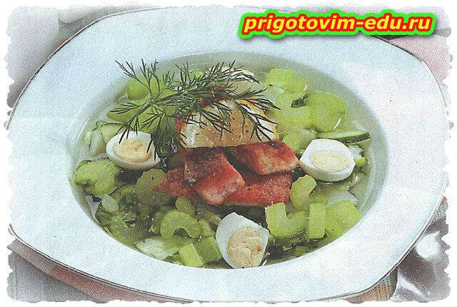 Рыбный холодник с сельдереем и перепелиными яйцами