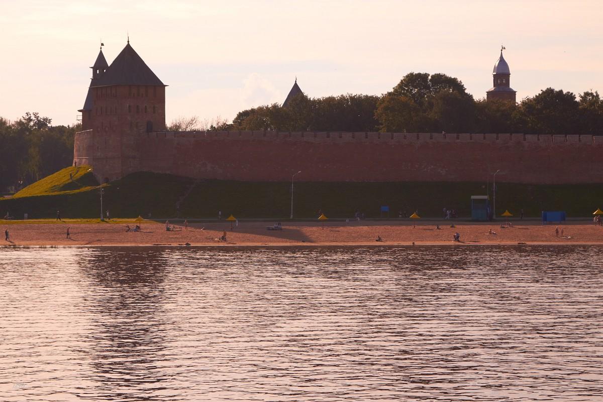 Софийская наб. и Дворцовая башня Новгородского детинца