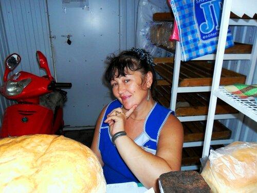 У хлебного магазина ... SAM_0138.JPG