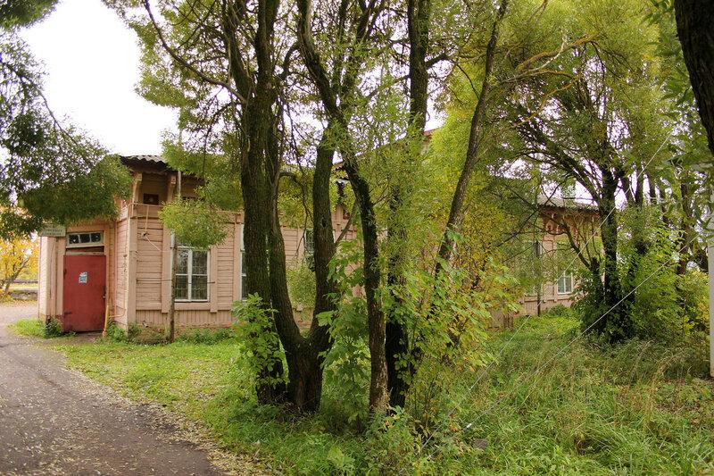 Деревянный вокзал на станции Кесова гора вид со стороны города
