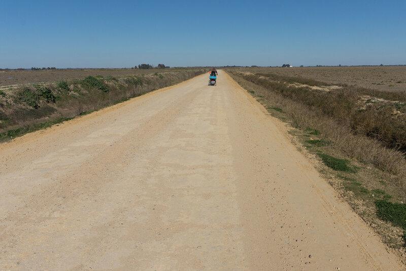 дорога по полям у города Севилья