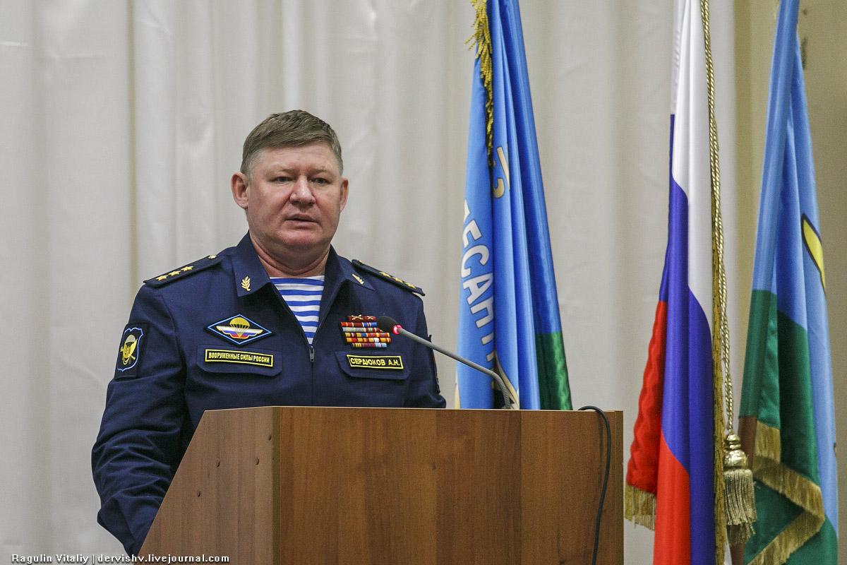Командующий ВДВ Андрей Сердюков и ветераны-десантники RAG_0873-1.jpg