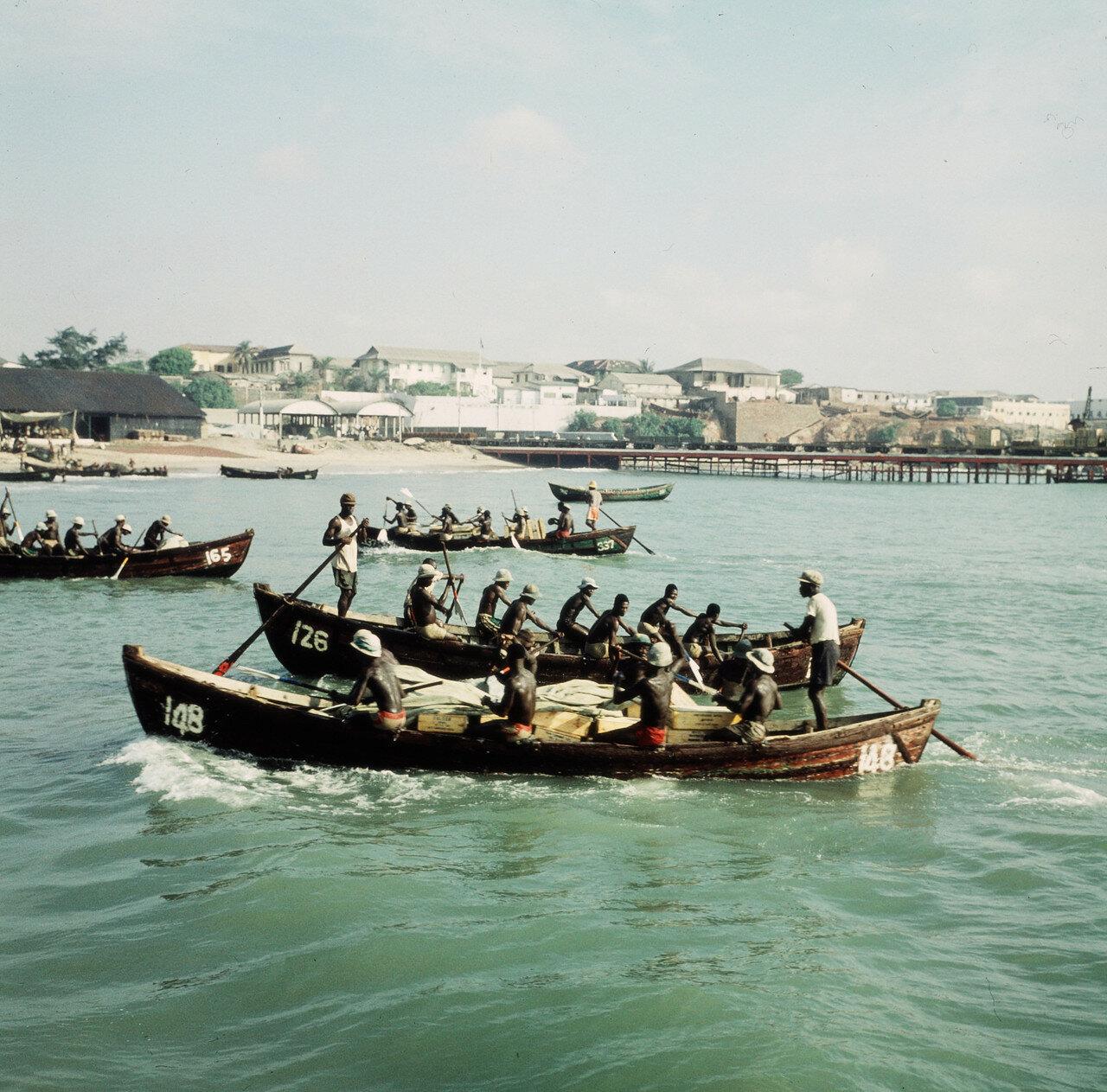 Перевозка товаров с помощью прибойных шлюпок на берег, 29 марта