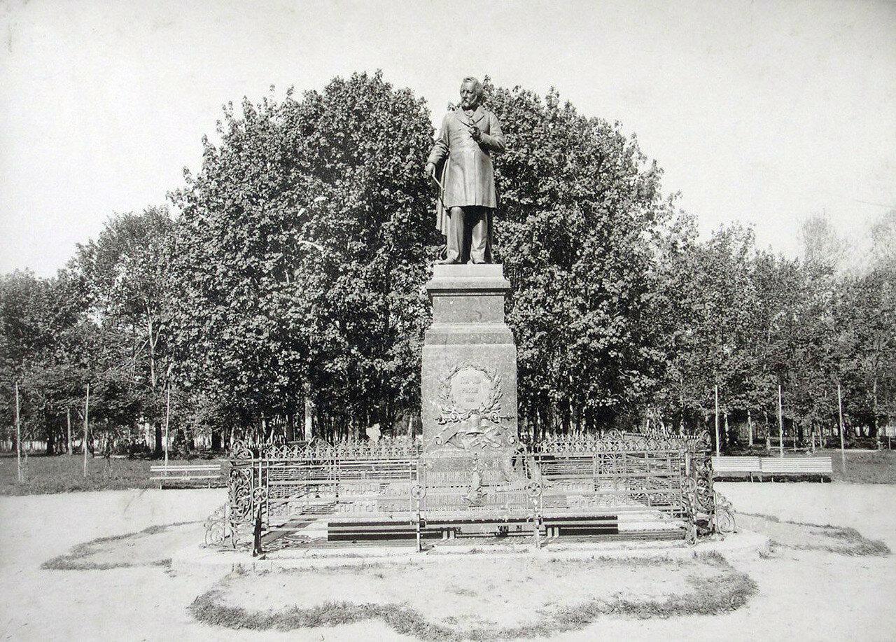 Памятник М.И. Глинке в городском саду Блонье. 1901