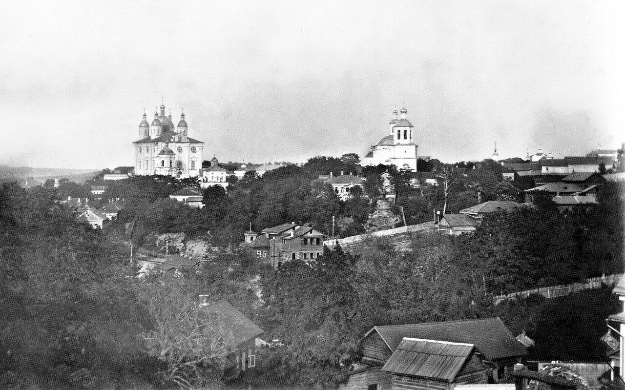 Успенский собор и Воскресенская церковь. 1900