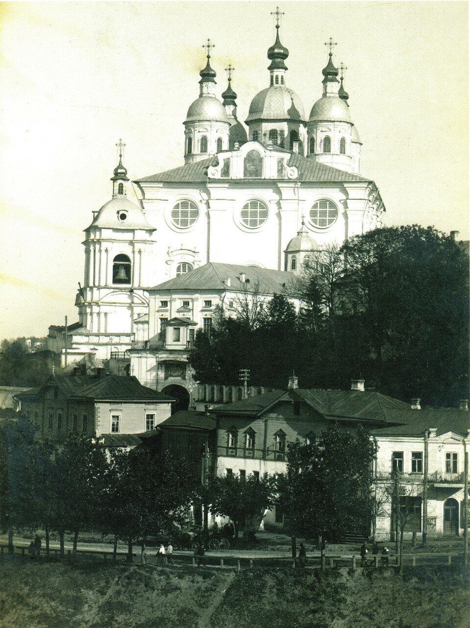 Троицкое шоссе и Успенский собор