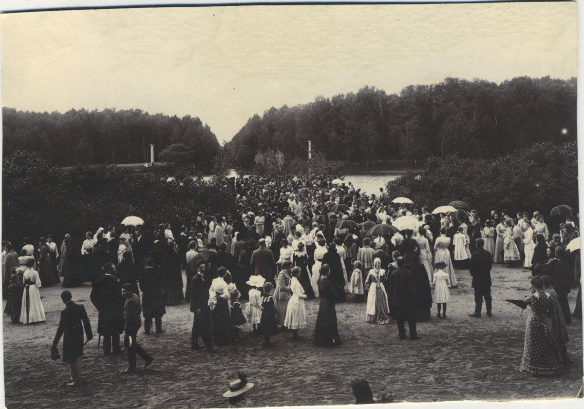 1911. Имение Кусково. Водосвятие после избавления местности от холеры