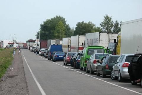 В очередях на польской границе стоит 300 автомобилей