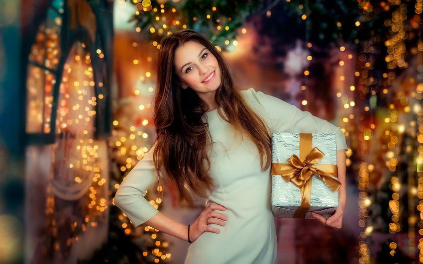 Новый год Девушка с подарком