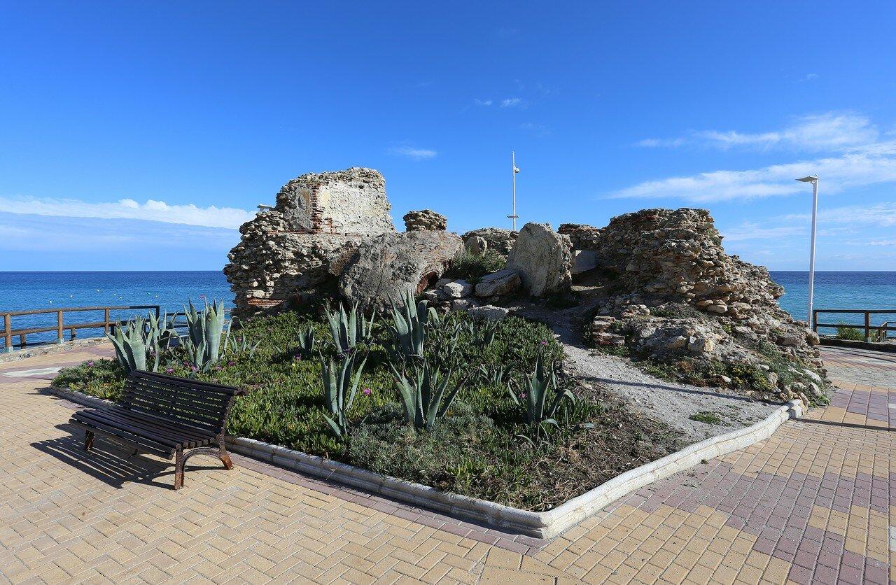 Нерха. Мыс Торрекилья, развалины башни (Torre de la Torrecilla)