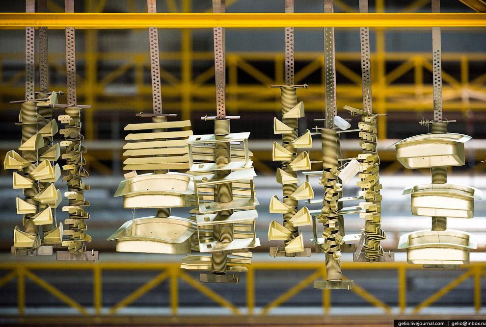 10. На гальваническом участке проводится подготовка поверхности детали под люмконтроль и анодир
