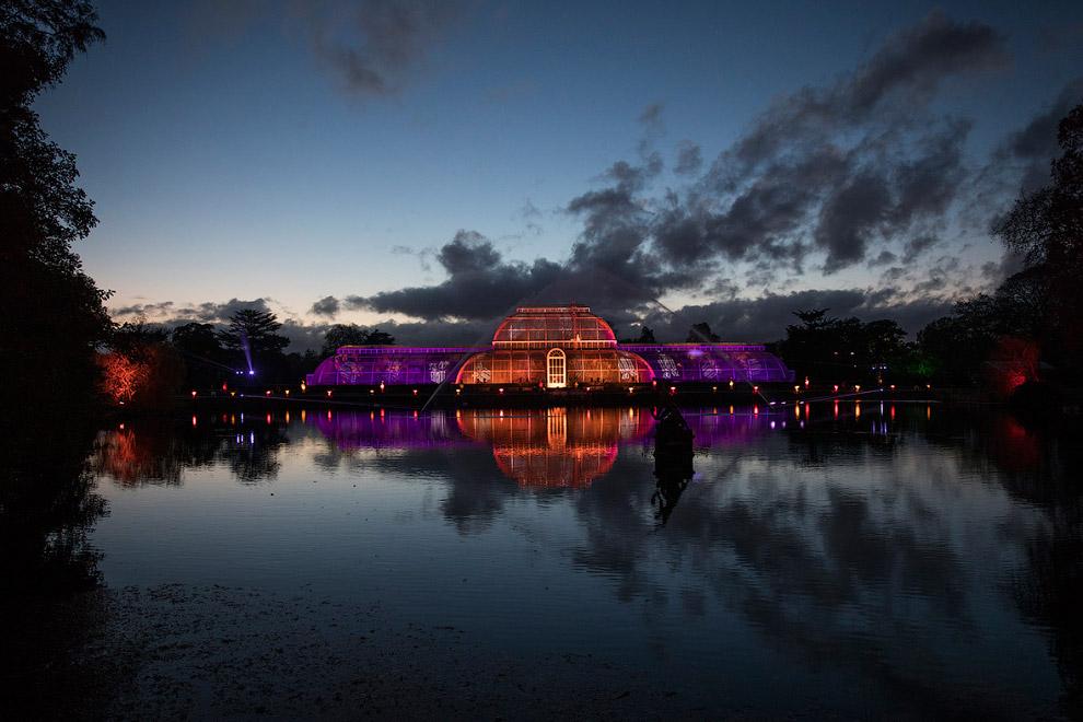 14. Световой Пальмовый дом и фонтан. Зимой он не работает, конечно. (Фото Jeff Eden):
