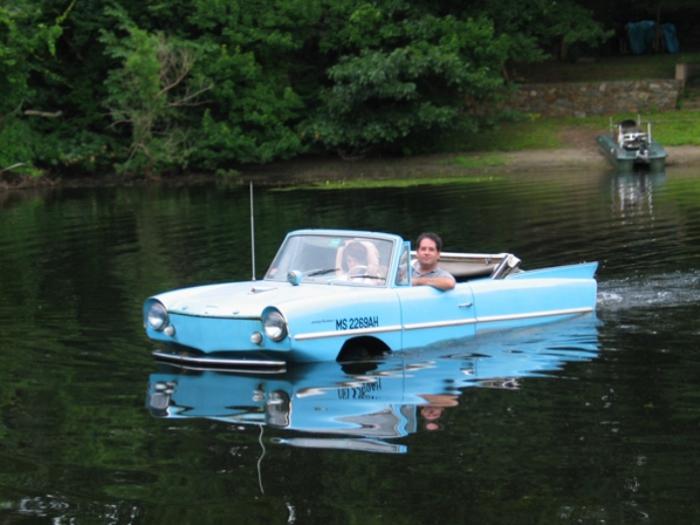 Едет и плывет. Amphicar — небольшой кабриолет с задним расположением четырехцилиндрового двига