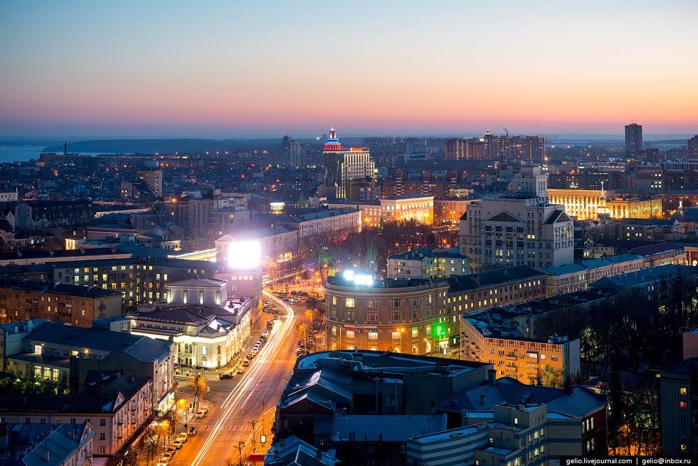 Площадь Никитина и «Утюжок» — здание на пересечении проспекта Революции и улицы Пушкинской, одна из