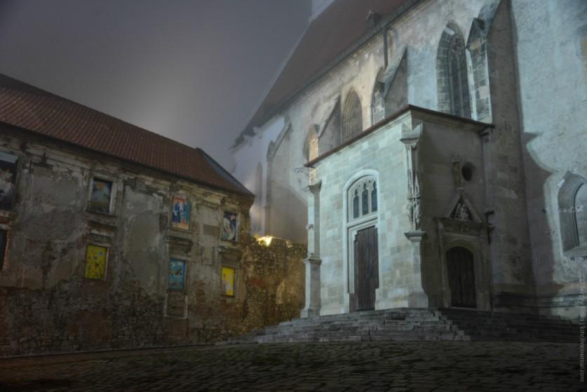 Старая городская стена, как некий рубеж прошлого и будущего. Когда-то даже спасла город от разрушени