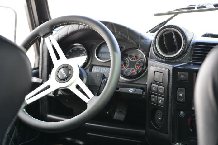 Обновленный водительский интерфейс. Первым делом инженеры заменили двигатель на еще более мощный. В