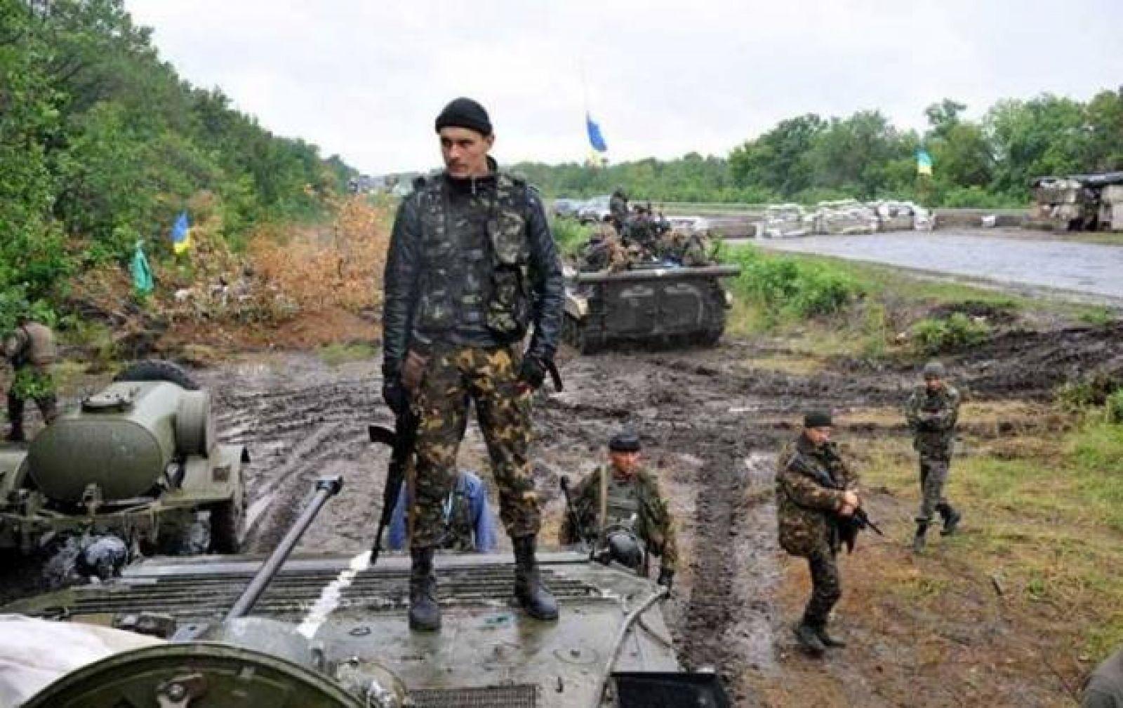 Военные иззоны АТО поздравили украинцев сПасхой