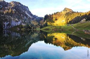 Рассвет окрасил горные вершины