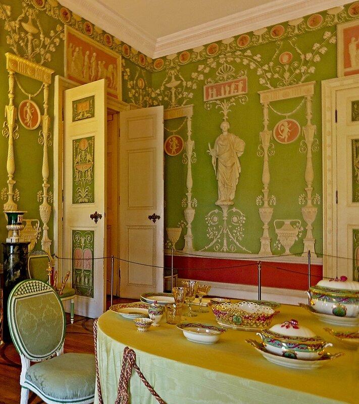 Зеленая столовая в Екатерининском дворце.